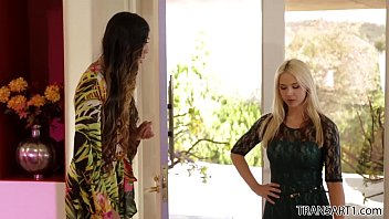 Shemale fucks a girl Venus lux fucks sarah vandella