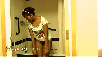 Juicy Divya In Shower Showing Natural Desi Boobs - Indian Porn 88 sec