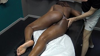 Sexy Black Wife Gets Full Body Sensual Massage porno izle