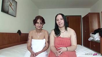 Reife Ehefrau Beim Amateur Lesben Sex Mit Teen Nachbarin Und Typ Filmt Es