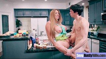 ลูกชายสุดหล่อจับเย็ดหีแม่กลางห้องครัวที่กำลังทำกับข้าวให้ลูก