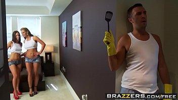 Brazzers - (Jada Stevens, Phoenix Marie, Keiran Lee) - Cock Robbery 8分钟