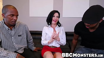Squirting MILF Veronica Avluv takes care of two black dongs 5 min