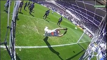 Leandro Carvalho botando sem cuspe no Cássio do corinthians