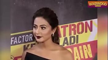 Hot Hina Khan wardrobe malfunction