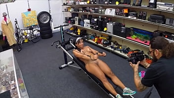 XXX PAWN - Muscular Chick Veronica Allyn Spreads Eagle For Cash!