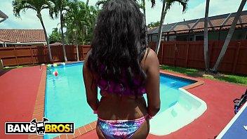 BANGBROS - Ebony Babe Rachel Raxxx Shows Off Her 30JJ Black Big Tits!
