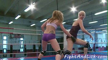 Wrestling dyke rims ass and fingers pussy