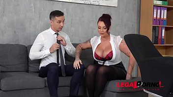 Top-heavy boss Harmony Reigns gets fucked hard by co-worker at the office GP231 Vorschaubild