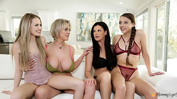 HOT Busty Stepmoms Go Down On Their Stepdaughters 13分钟