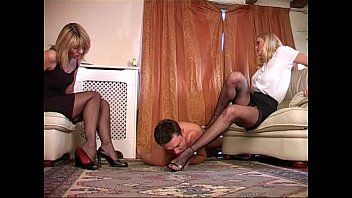 Submale porn Under the feet of two ladies
