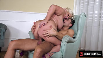21Sextreme Curvy GILF Makes Desperate Stud Beg For Her Mature Pussy