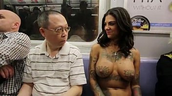 Bonnie Rotten walking topless in NYC 2分钟