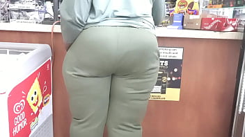 Candid Big booty black MILF at the store