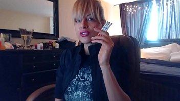Sandi Smoking 3 Brown Cork Cigarettes (Request) Vorschaubild