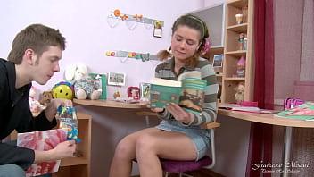 La Giovane Scolaretta Non Vuole Studiare Vuole Solo Fare Anale