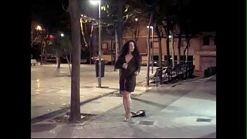 La travesti Maria Lizana se desnuda en la calle thumbnail