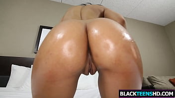 Foxy Brown Hipster Chanell Heart Gets Drilled