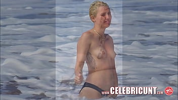 Miley Cyrus Flaunting Her Hot Nude Body Again