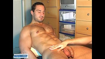 Gay guy sports - A real heterosexual sport guy serviced his huge cock by a gay guy enzo