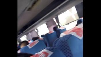 Dedeando en el bus