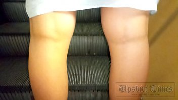 Upskirt At The Tanned Beauty Without Panties.