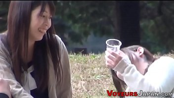 Asian ho watched pissing