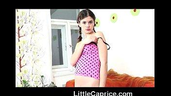 ロリ少女たちが和室でおっさんのチンポを慣れない手つきでしごくの美少女動画