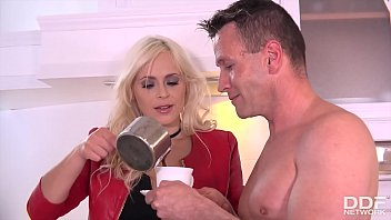 Morning glory blowjob action makes Vittoria Dolce go deep throat on him 13 min