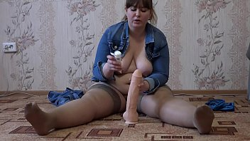 A fat girl with a big ass masturbates her pussy and jumps on a rubber penis Porno indir