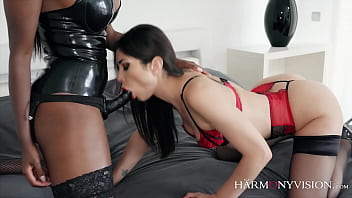 Hot lesbos Kayla Carrera and Valentina Bianco licking their cunts