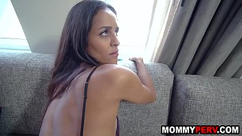Skinny milf mom takes care of stepson's injured cock