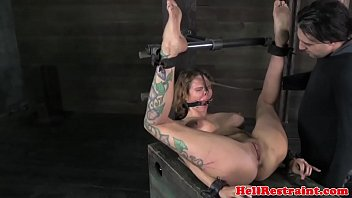 Hogtied busty bdsm sub caned roughly 6分钟