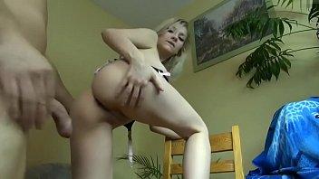 Volle spermaladung in die Blondine rein gespritzt Image