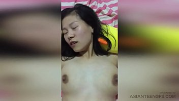 AMATEUR Busty Chinese MILF Gets Fucked By Her Husband At Home