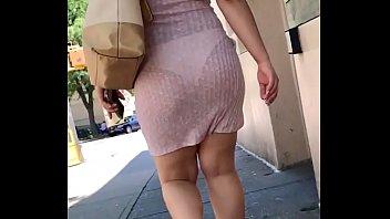 Culito rico con vestido transparente marcando calzon