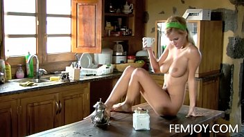 Slim D Cup Sabina Making Coffee Nude Vorschaubild