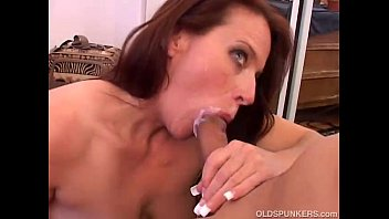 Gorgeous mature babe loves to suck cock