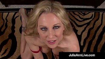Dirty Talking Milf Julia Ann Sucks Your Hard Wet Cock POV! Vorschaubild