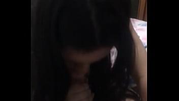 Novinha de Niterói chupando uma pica grande