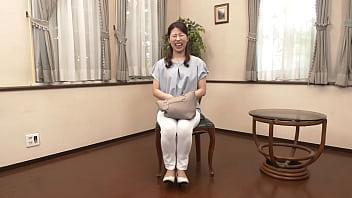 初撮り人妻ドキュメント!秋田美人の34歳奥様、夜の営みも減り「今年の冬は暇でした」溜まった性欲を解放してもらいます!