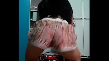 Novinha dançando funk nua full vídeo  https://adflyk.com/pLW5GO8Z