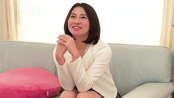 アメリさんちに遊びに行こう!~元芸能人のソファでびしょ濡れSEX~  1 12分钟