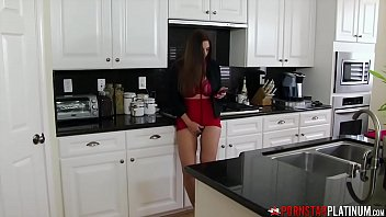 PORNSTARPLATINUM Stepmommy Mindi Mink Jerks Off In The Kitchen