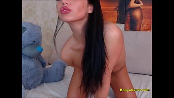 Luscious brunette toying her twat on webcam