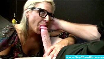 Hungry mature milf in spex sucking on dick porno izle