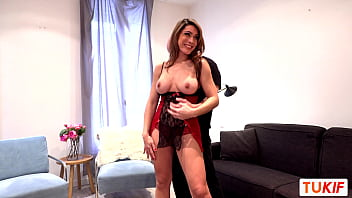 French mature Ludivine Summers dance before anal sex