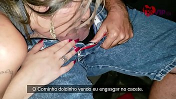 Cristina Almeida in the parking lot of the roast chicken fernão dias, receiving a Christmas present, the bastard eats without a condom and enjoys inside her pussy in front of the tame horn who films and is cursed by her