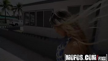 Mofos - Pornstar Vote - Dani D