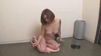 朝ゴミ出しする近所の遊び好きノーブラ奥さん HITOMI 2 12 min